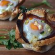 Cestini di pane con uova e speck