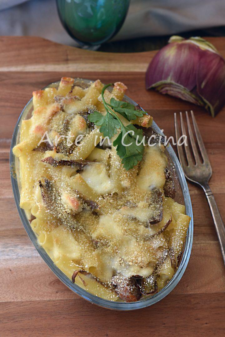 Pasta al forno salsiccia e carciofi