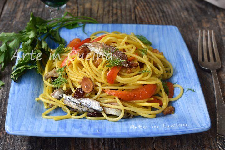 Spaghetti con mandorle e peperoni