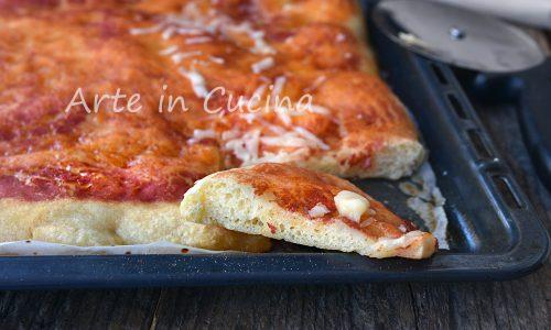 Pizza con farina di semola e pasta madre