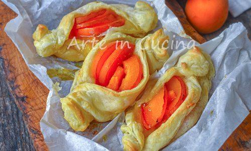 Caramelle dolci alle albicocche con pasta sfoglia