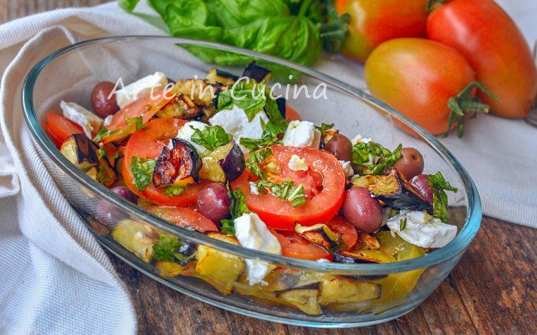 Melanzane con feta greca all'insalata