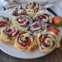 Torta di rose con fragole e nutella con pasta sfoglia