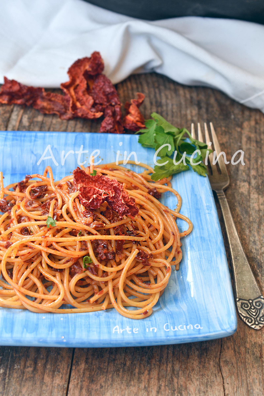 Spaghetti con peperoni cruschi e mollica