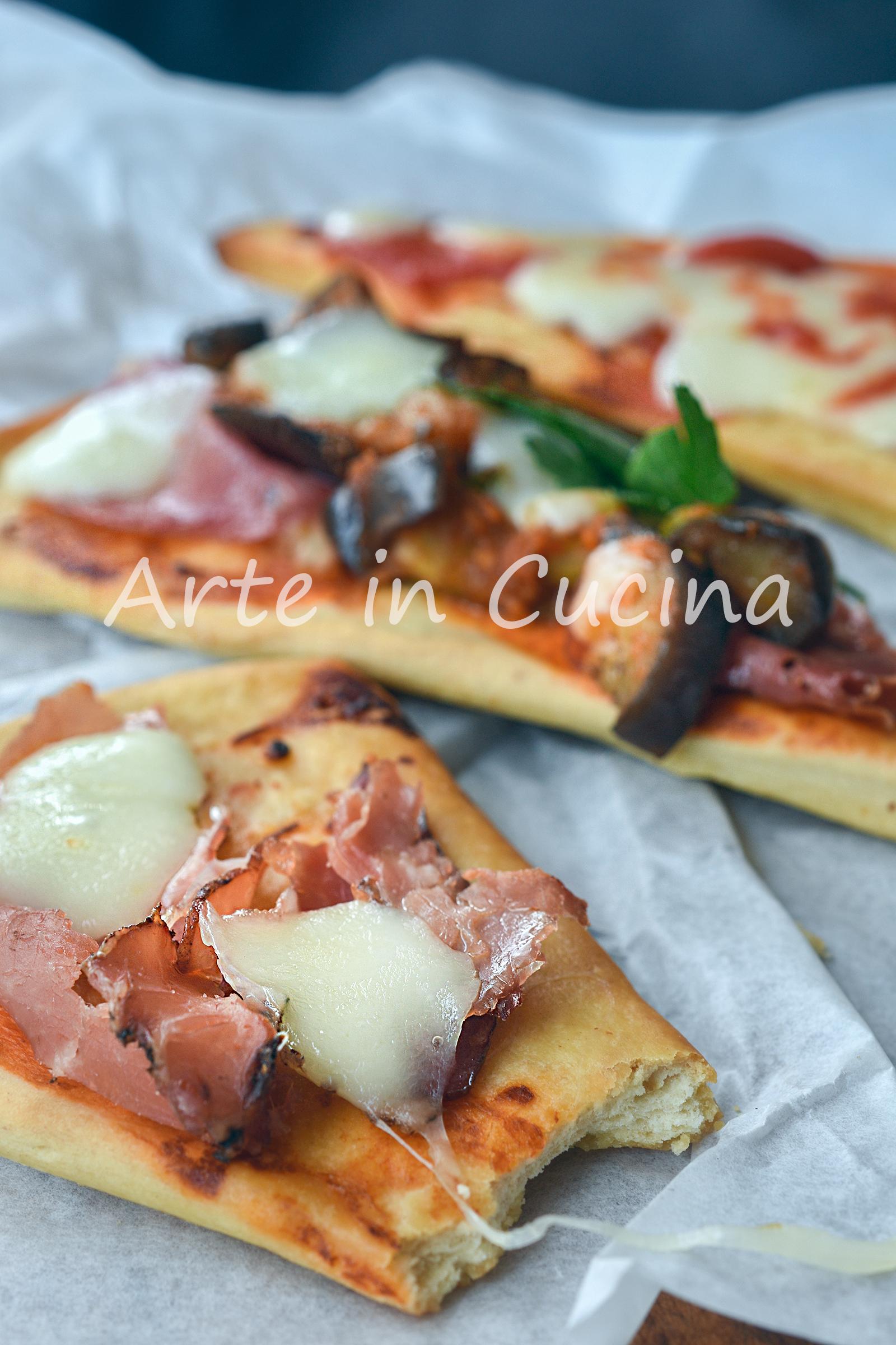 Triangoli di pizza veloce con farciture miste