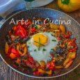Uova con melanzane e peperoni in padella