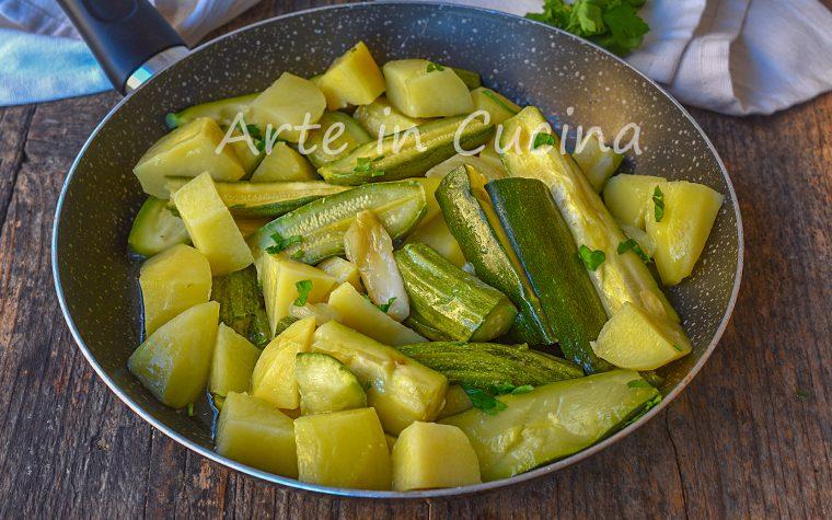 Zucchine e patate con cipolla in padella