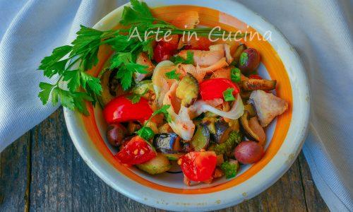 Insalata di pollo e verdure piatto light