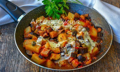 Melanzane e patate a tocchetti in padella con provola