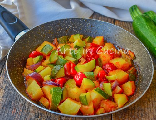 Patate e zucchine in umido in padella