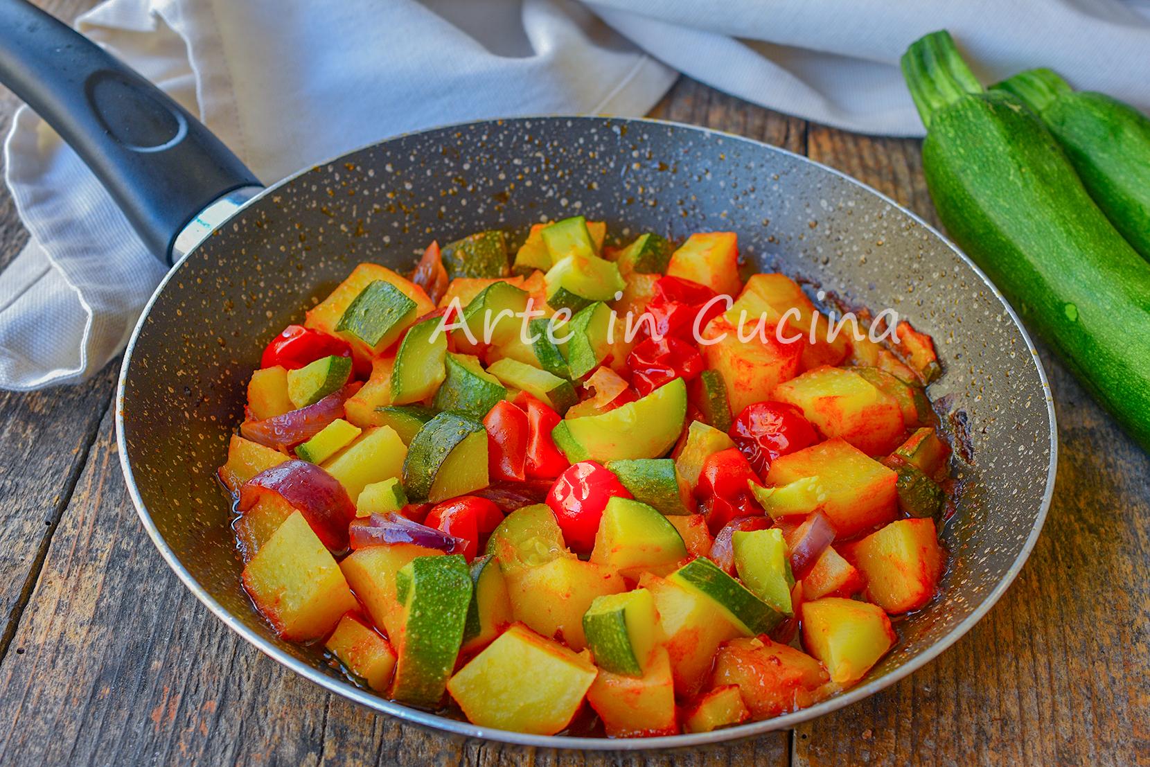 Ricetta Patate E Zucchine In Padella.Patate E Zucchine In Umido In Padella Contorno Veloce