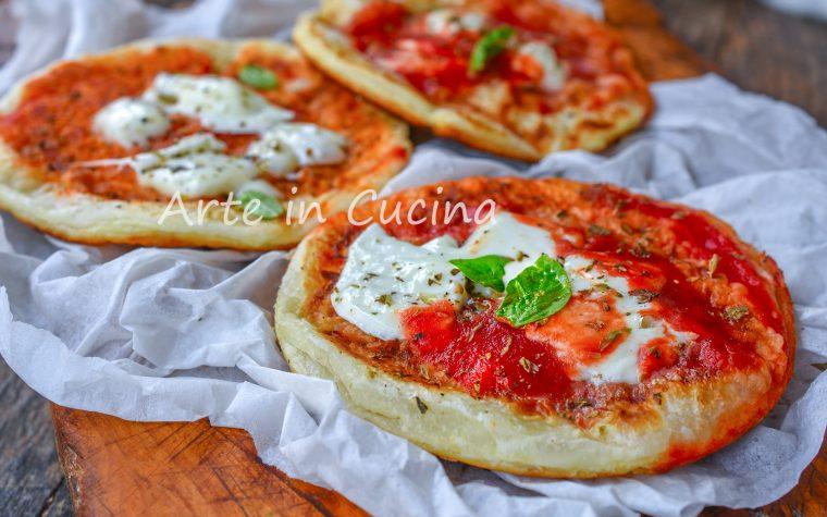 Pizzette di sfoglia in padella con origano
