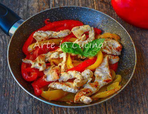 Straccetti di pollo alla contadina con peperoni