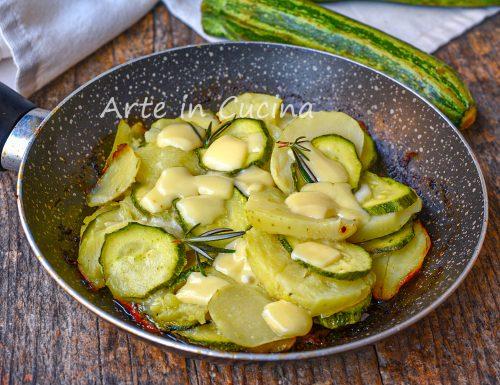 Zucchine con patate e formaggio in padella