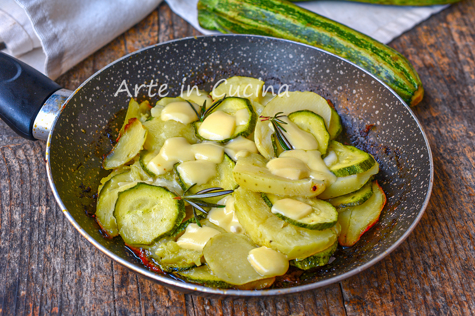 Ricetta Patate E Zucchine In Padella.Zucchine Con Patate E Formaggio In Padella Contorno O Secondo