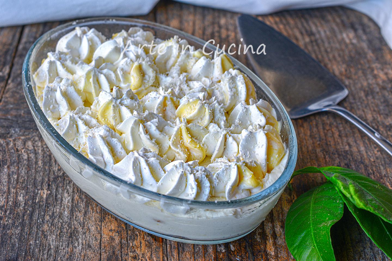 Torta chantilly al limone e cocco con pavesini dolce al cucchiaio alla crema