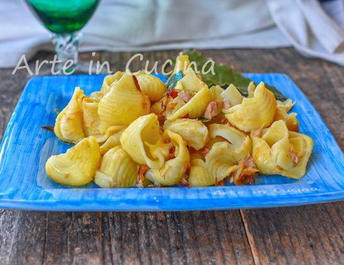 Chiocciole con cipolle e tonno pasta veloce
