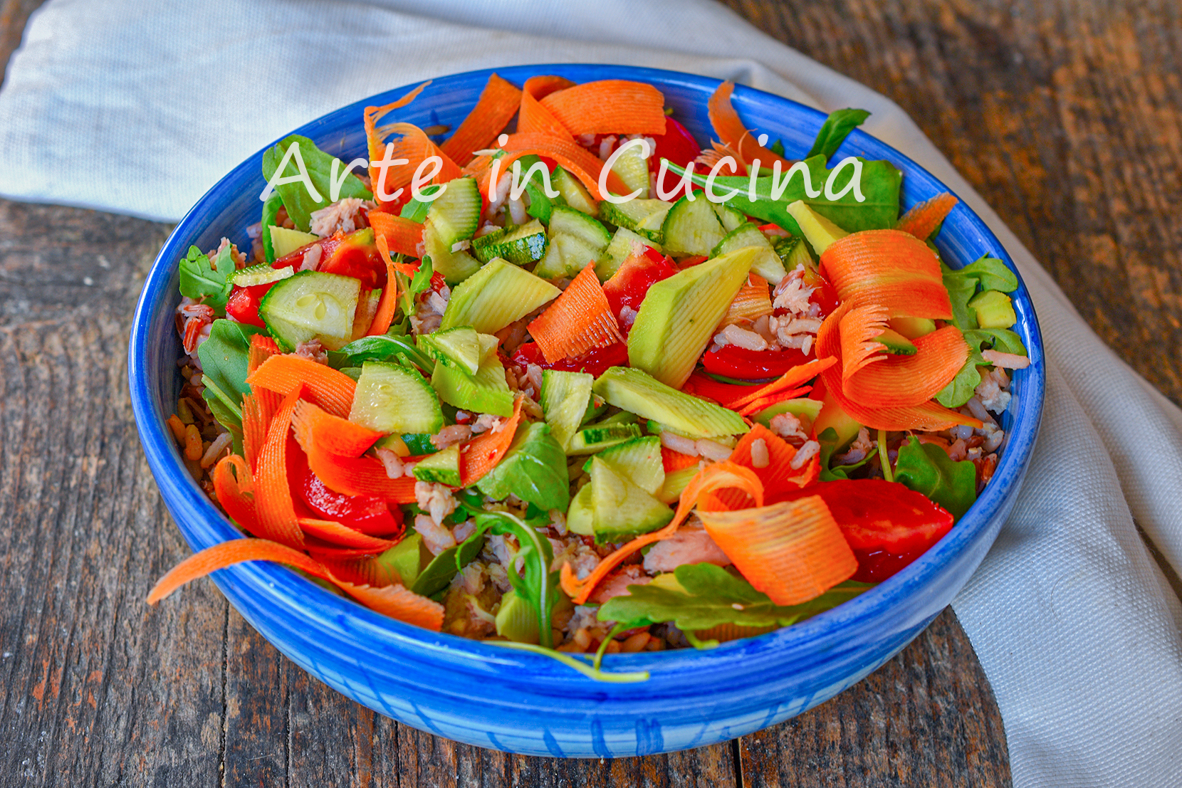 Insalata di riso integrale con avocado e tonno light