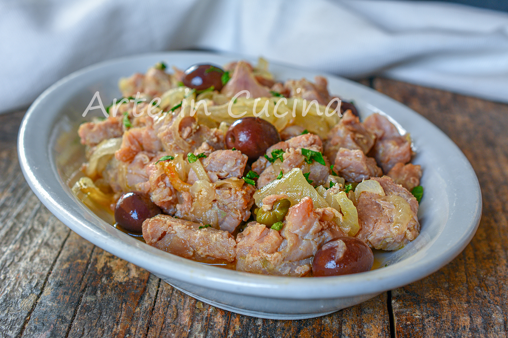 Tonno con cipolle e olive secondo veloce in padella