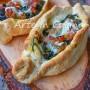 Barchette di pizza salsicce e friarielli veloci
