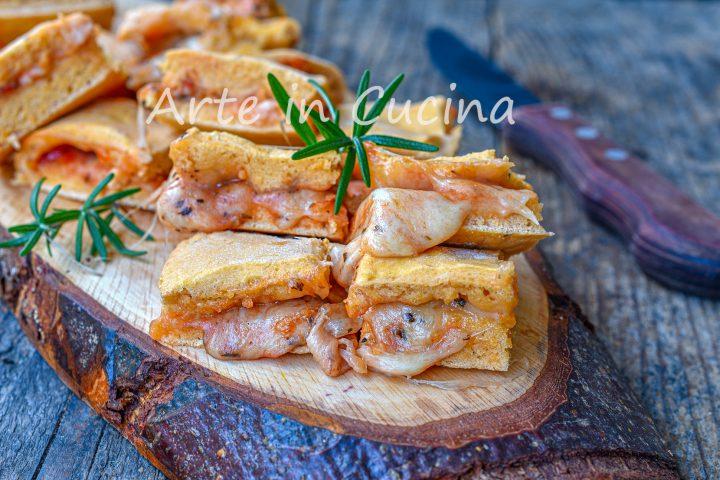 Focaccelle alla pizza origano e mozzarella stuzzichini veloci