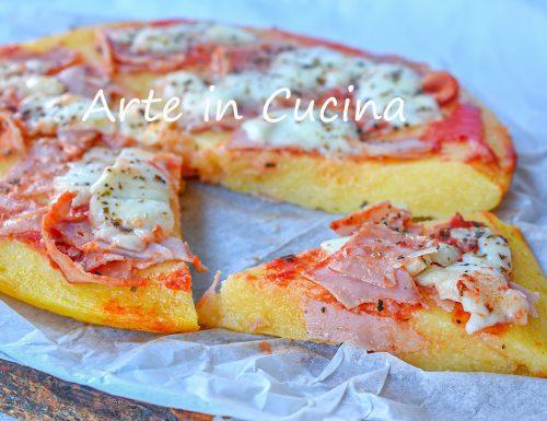 Pizza di polenta farcita ricetta veloce