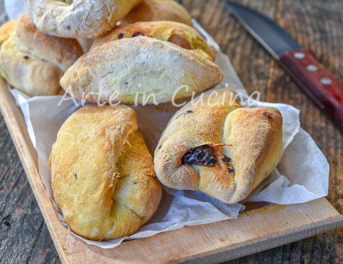 Panini alle olive e noci della mamma idea antipasto