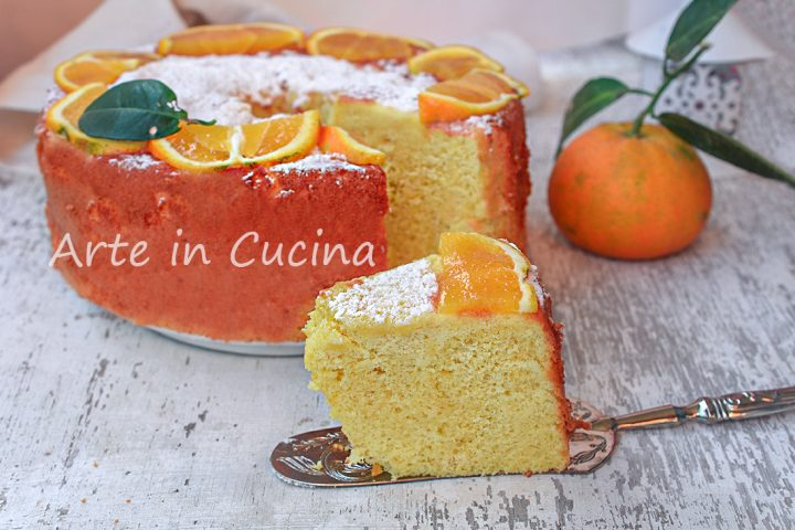 Chiffon cake all'arancia dolce alto e soffice