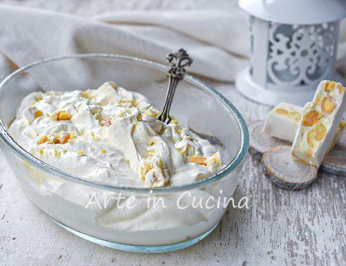 Crema al torrone dolce al cucchiaio in 5 minuti