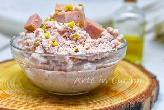 Mousse mortadella e pistacchi per tartine