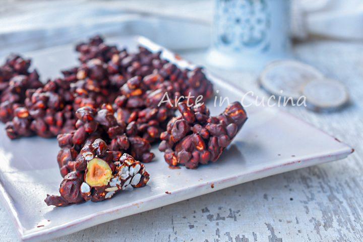 Rose di nocciole e riso soffiato al cioccolato