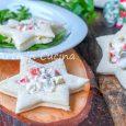 Tartine con insalata russa a forma di stella antipasto di Natale