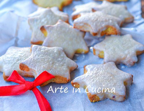 Zimtsterne biscotti natalizi tipici tedeschi