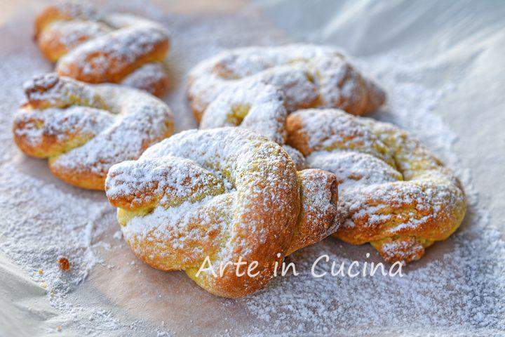 Nodini di pasta frolla all'arancia biscotti veloci