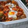 Teglia con patate e uova al forno