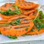 Zucca e rucola in insalata contorno leggero e gustoso da fare in poco tempo, perfetto per la dieta semplice e light.