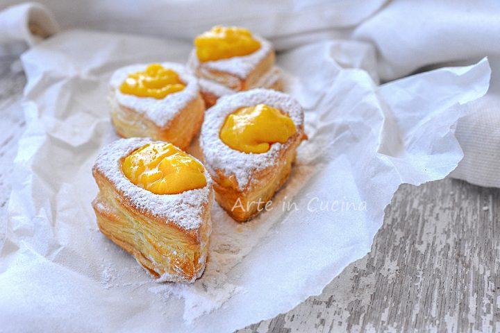 Sfogliatine con crema a forma di uovo di Pasqua