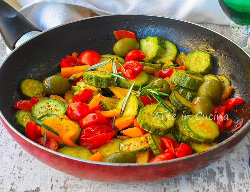 Zucchine alla mediterranea verdure in padella