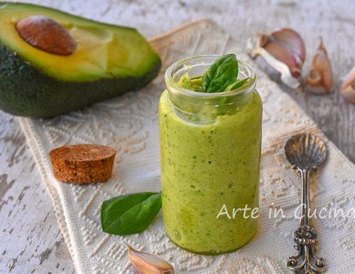 Pesto di zucchine e avocado