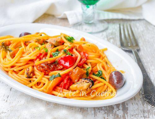 Spaghetti cozze e peperoni con olive
