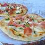 Pizza di pane veloce speck e provola in padella