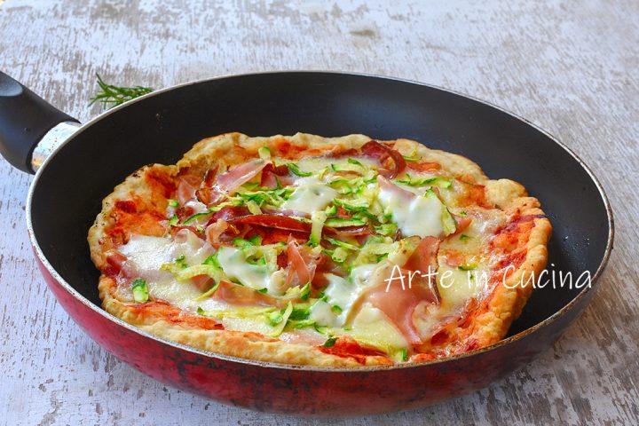 Pizza furba e soffice in padella speck e zucchine