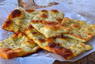 Sfoglie di pane alle patate e origano