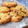 Biscotti con frutta secca e gocce di cioccolato