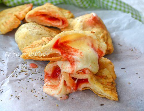 Panzerotti veloci mozzarella e pomodoro senza lievito
