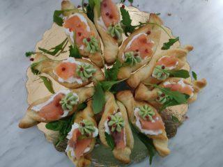 Barchette di sfoglia salmone e avocado
