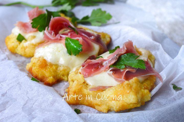Crostini di patate mozzarella e speck in padella