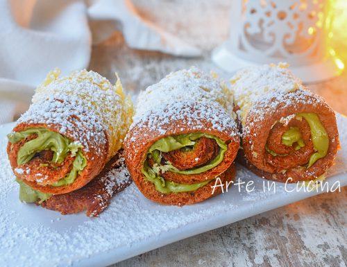 Rotolini di pandoro al pistacchio