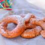 Ciambelle con alchermes biscotti
