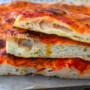 Pizza alla romana in teglia al pomodoro